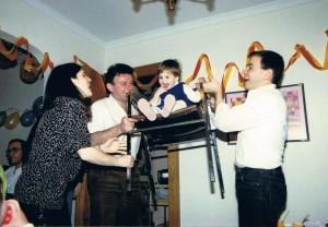 Кармели Ламбергер два года! Йоси вместе с Дани и Тами отмечают у них дома. Нью Джерси, 1988