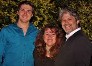 ריאן הוגרת' (מימין) ומשפחתו
