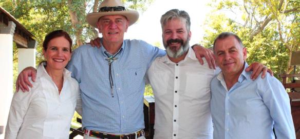 משמאל לימין: תמי, מארק שרפלר, ראיין הוגארת', דני
